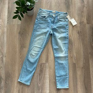 """NWT MOTHER """"The Looker"""" Crop Jeans in Light Blue"""